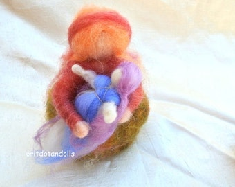 Mother and child needle felted soft sculpture art doll, standing doll,for nature table and home decoration