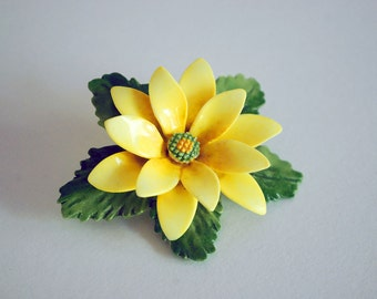 Ceramic Flower Brooch, Yellow Daisy Pin, Staffordshire England, Porcelain Jewelry, Floral Bouquet, Women Fashion Accessories, Cara China
