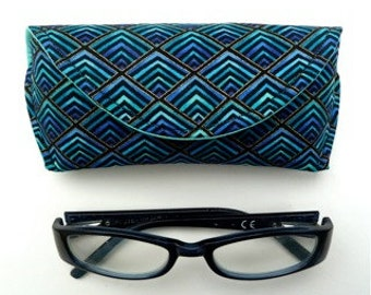reading glasses case - eyeglass case - sunglass case - Magnetic Clasp - Plume