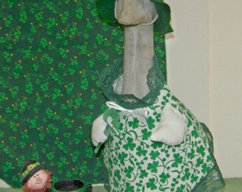 """St Pat's Day outfit with leprechaun hat for 14"""" cement goose"""