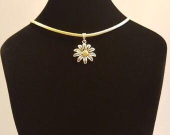 Daisy - silver filigree pendant