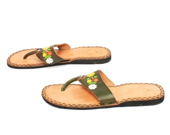size 7 SANDALS tan leather floral 60s 70s FLIP FLOP slip on