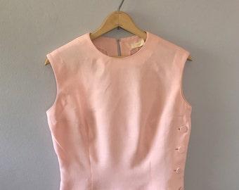 Vintage light pink shell tank top / side button top 1950s pink top linen sleeveless top