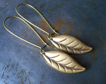 Long leaf earrings, leaf earrings, antiqued brass, bronze, leaves earrings dangle earrings feather earrings, nature jewelry, leaf drop women