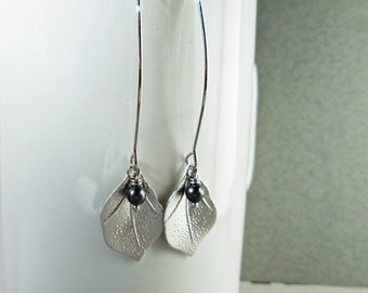 Silver leaf earrings, silver and grey black pearl earrings, romantic flower with crystal pearl dangle earrings, gift for her, bridal wedding