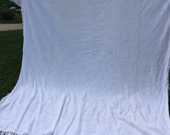 Vintage Morgan Jones White Chenille Hobnail Bedspread with Fringe
