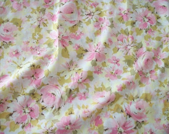 vintage 60s pink roses and daisies twin flat top sheet, shabby cottage chic, cotton blend, marvelaire by springmaid, fabric