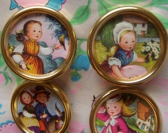 super adorable gold metal button frames