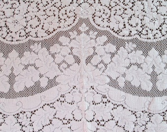 Quaker Lace Tablecloth Vintage Table Linens Table Cloth Shabby Chic Cottage
