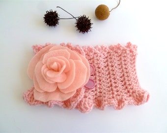 Rose II neckwarmer, wearable fiber art crochet neckwarmer with detachable felt flower brooch, pink
