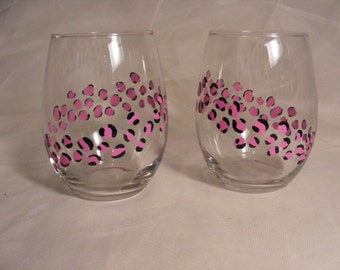 stemless pink leopard wine glasses - perfect for a birthday gift or bridesmaids or baby shower