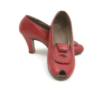 Vintage 40s Shoes Red Leather Peep Toe Pumps 7.5