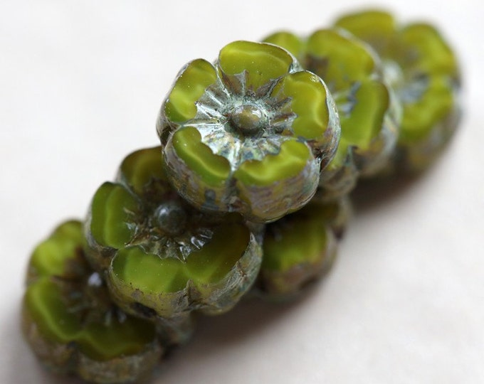 SOUR APPLE PANSY No. 1 .. 6 Picasso Czech Glass Flower Beads 8mm (5077-6)