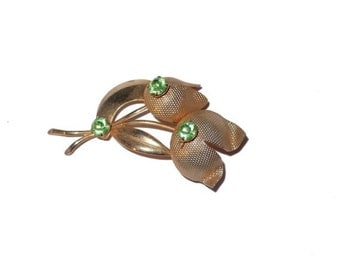 Gold tone flowers with peridot rhinestones.