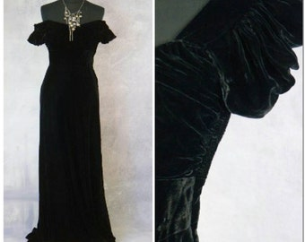 Vintage Velvet sweetheart neckline, fitted waist, drop shoulders/puffy slvs Hollywood starlet vintage theater gown small
