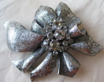 Gray Silver Rhinestone Brooch Texture Vintage Pin
