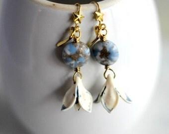 Blue Flower Earrings, Gold Dangles, Pale Blue, Gold Glitter, Gold Stars, Flower Bud, Retro, Vintage Lucite