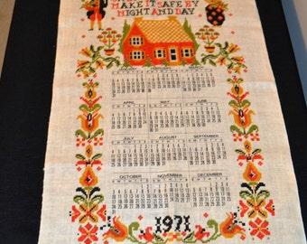 Vintage 1971 Linen Calendar Towel