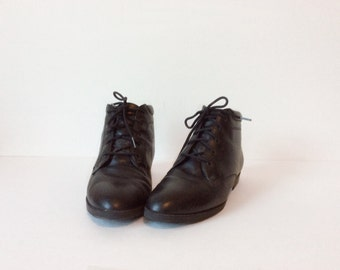 Vintage womens boots // black leather slouch // Danexx pixie grunge 7.5