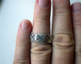 Wide 1970s Sterling Silver Ring -X style - Size 9.