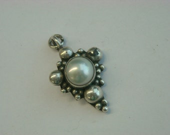 sterling silver pearl pendant  ( D 16 )