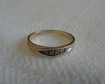 vintage  wedding band with 5 diamonds 14k yellow gold