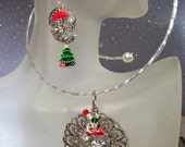 Victorian Style Christmas SANTA CLAUS Pendant Necklace and Earrings Set