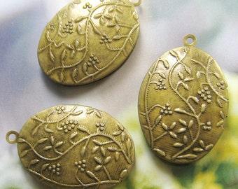 Vintage brass oval locket (Locket-008) - 2 pcs