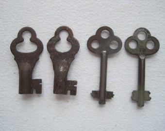4 Vintage Skeleton Keys, Antique Skeleton Keys, 2 Sets of Skeleton Keys, Small Skeleton Keys