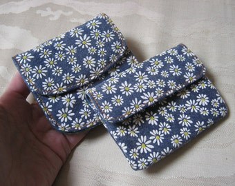 Vintage set of 2 blue denim white daisies small wallets, y small daisy coin ID wallet,  small daisies wallet, 2 Buxton daisies wallet