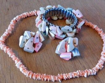 Vintage Shell Jewelry Suite - Stretch Bracelet, Necklace - Clip-On Earrings - Beachy Jewelry Made from Shell Fragments - Signed JSFK