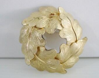 Vintage gold aumutmn leaf wreath brooch (H7)