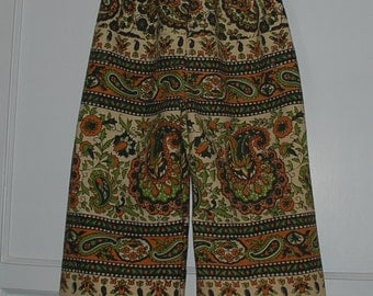 Hippie pants -kids size 5-Tan Green paisley-fits many sizes- Jams or Capris on older child - read Measurements.Boys or Girls