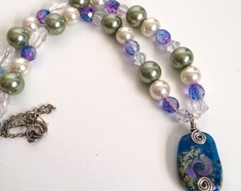 Glitzy Pearl and Crystal Pendant Necklace Gift for Women