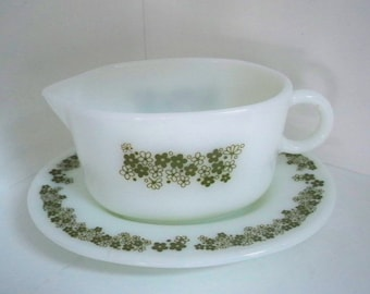 """Vintage Home Kitchen Serving Pyrex """"Crazy Daisy"""" Gravy Bowl and Plate Corning Dish"""