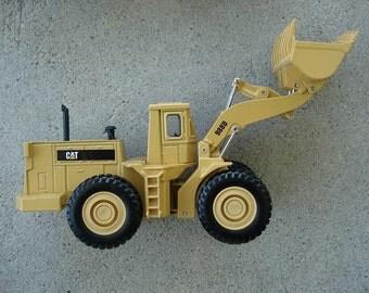Caterpillar 988B Wheel Loader Toy