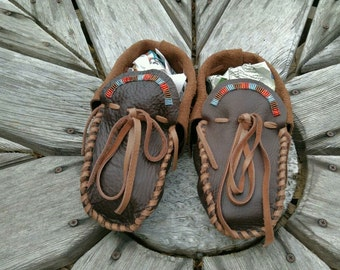 Buffaloskin Adult Moccasins - Size 6 Women - Native American Moccasins, Deerskin shoes, Ceremonial Regalia, Beaded, Leather Slippers, fringe