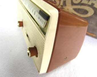 Vintage 1960s Channel Master Transistor AM Radio Cordless 6510 made in Japan