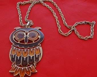 "Vintage gold tone 24"" necklace with 3"" enameled owl  in great condition"