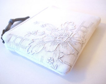 White Vintage Embroidered Zipper Small Coin Purse Bridal Party Gifts