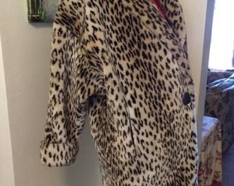 SALE VintaGE 70s 80s Avant Garde Scrumptious Faux Leopard Fur FAUX ladies winter coat size large x large