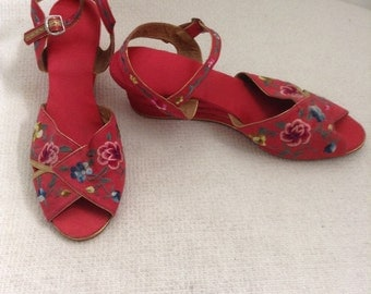 1950's Chinese Embroidered shoes or slippers.  7 1/2.  Embroidered Flowers on red silk.  Vintage, Boho, Hippie. Unique.