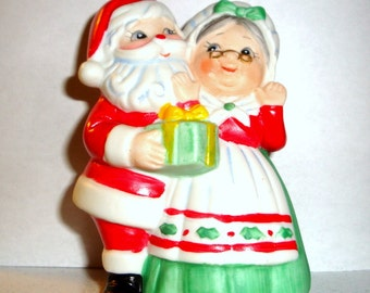 Vintage Christmas Bell Chimer, Dinner Bell, Mr. and Mrs. Santa Claus, Holiday Decor, Decoration, Made in Taiwan  (197-16)