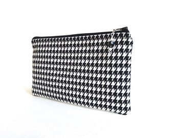 Black and White Houndstooth Zippered Pouch / Beaded Zipper Pull - READY TO SHIP