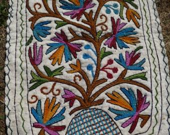 2 Small Pretty Felt Rug Wool Kashmiri Hand Embroidered felted Namda Kilims Tapis Mats