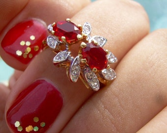 January Birthstone~ beautiful Ring~Faux Garnet or Ruby,  Stamped 18 K HGF and a A in a circle hallmark Sz 3.5 or 4