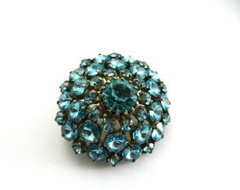 1950 Fantastic domed shaped blue sky brooch - rhinestones prong with a glossy sparkle and very glam appeal - art.495/4 -
