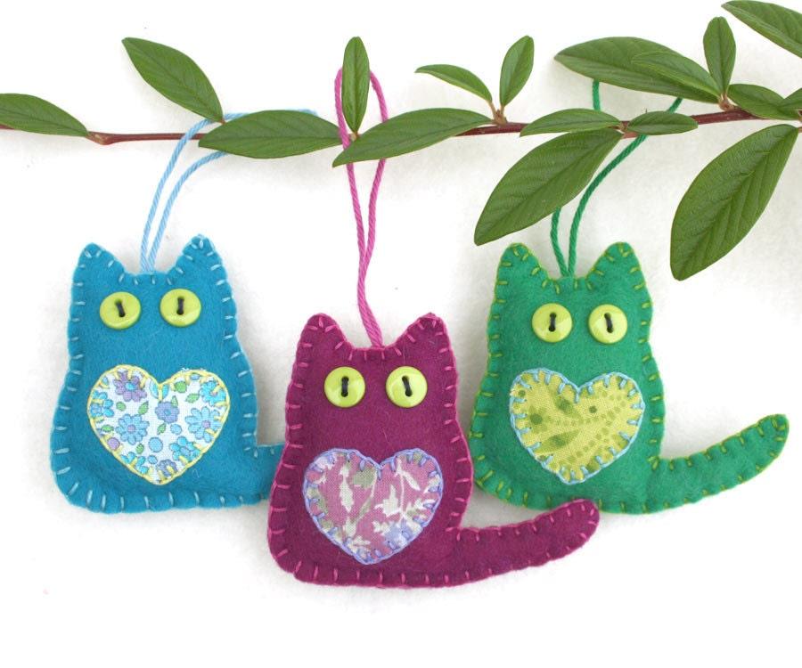 Felt cat ornaments felt christmas ornaments christmas cat for Cat christmas ornaments craft