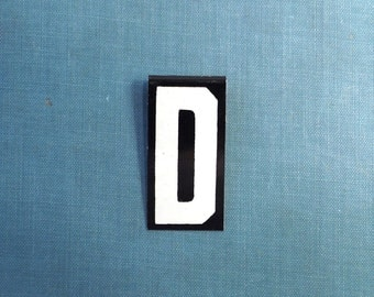 "vintage 40's letter D industrial metal sign 1.5"" long .5"" wide black & white hanging small little tiny mini baked on enamel church board old"