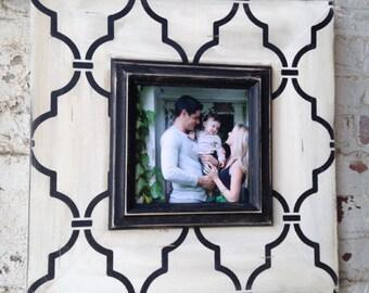 Black & White Trellis Frame